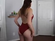 Elizabeth Zaks has a Juicy butt